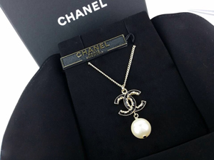 SOLD OUT BRAND NEW Chanel Black CC Dangling Metal Necklace Black Gold