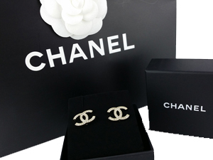 SOLD OUT BRAND NEW Chanel Crystals Gold CC Earrings
