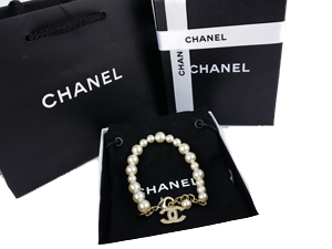 SOLD OUT BRAND NEW Chanel 10A A43117 Pearl Bracelet with Double C Charm