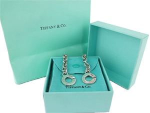 SOLD OUT Tiffany & Co Singnature Interlocking Clasp necklace