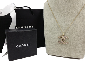 SOLD OUT Chanel Gold Plated Large Crystals CC Necklace
