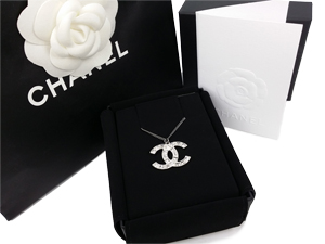 SOLD OUT BRAND NEW Chanel Matt Silver Large Crystals CC Necklace