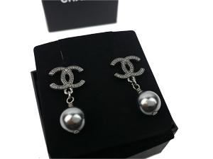 SOLD OUT BRAND NEW Chanel Drop Black Pearl Earring