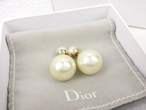 SOLD OUT Christian Dior Mise En Tribale Pearl Earrings