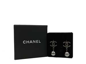 SOLD OUT Chanel Pearl Earrings