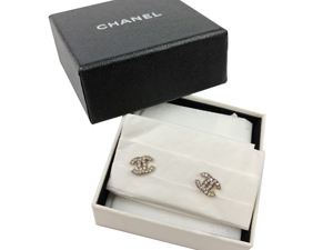 SOLD OUT Chanel Silver CC Earrings