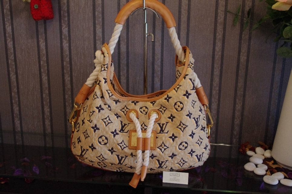 Louis Vuitton Cruise Collection Resort Monogram Bulles MM 2010 Spring Limited Edition Collection