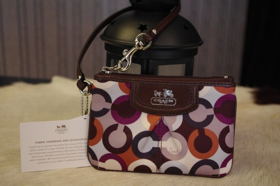Sold Out Brand New Coach madison graphic op art small wristlet-Sliver/ Multicolor