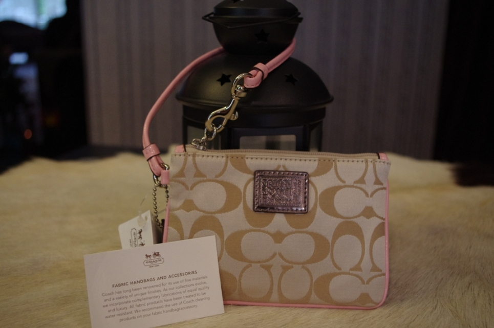 SOLD OUT Brand New Coach poppy signature small wristlet