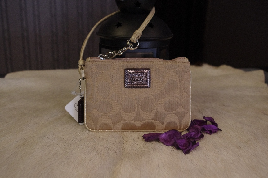 SOLD OUT Brand New Coach poppy signature wristlet-Siver/Khaki/Gold